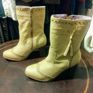 Buff Dingo Boots with Tassels sz. 7.5/8